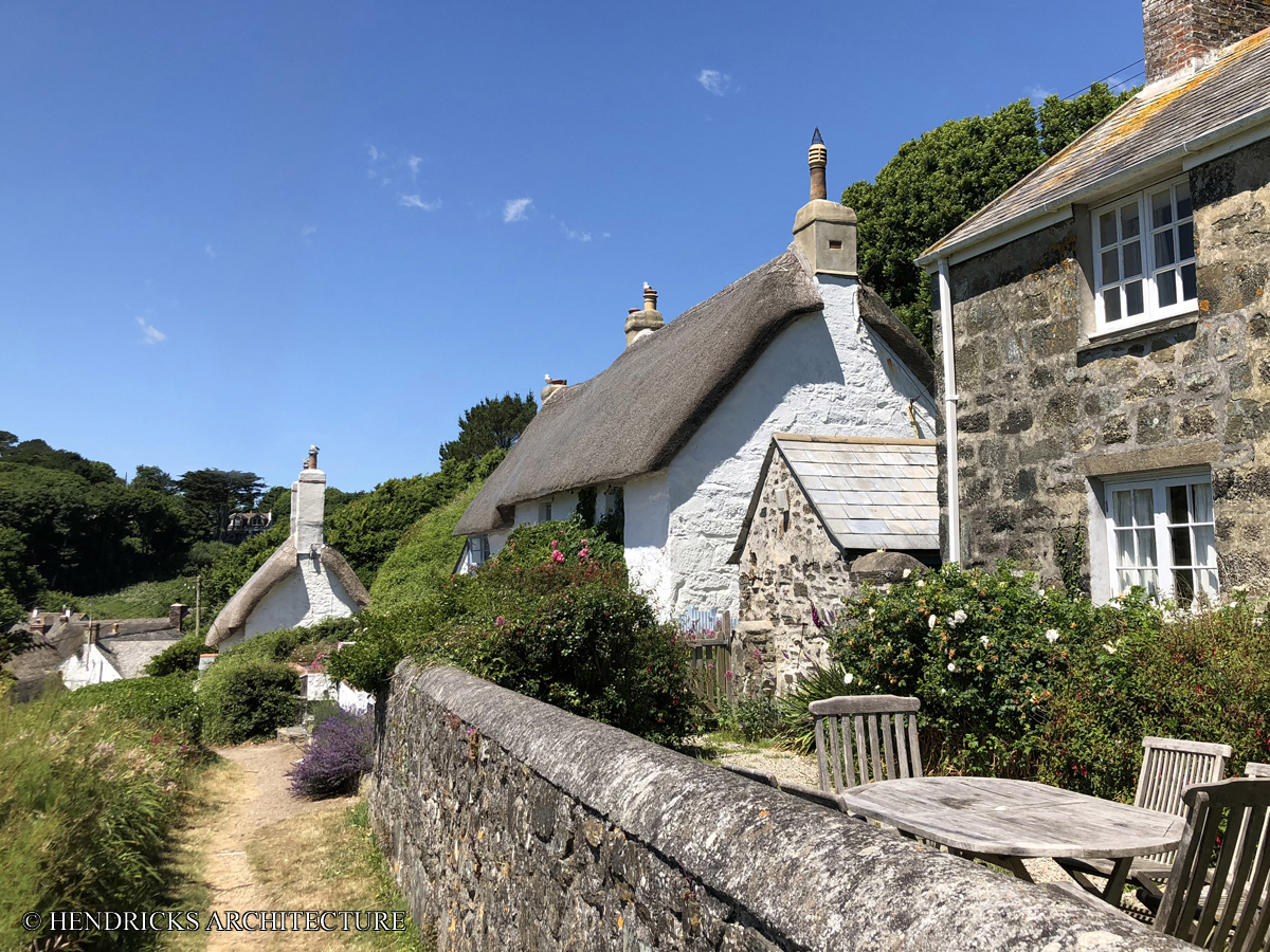 Cadgwith cottages with thatched roofs