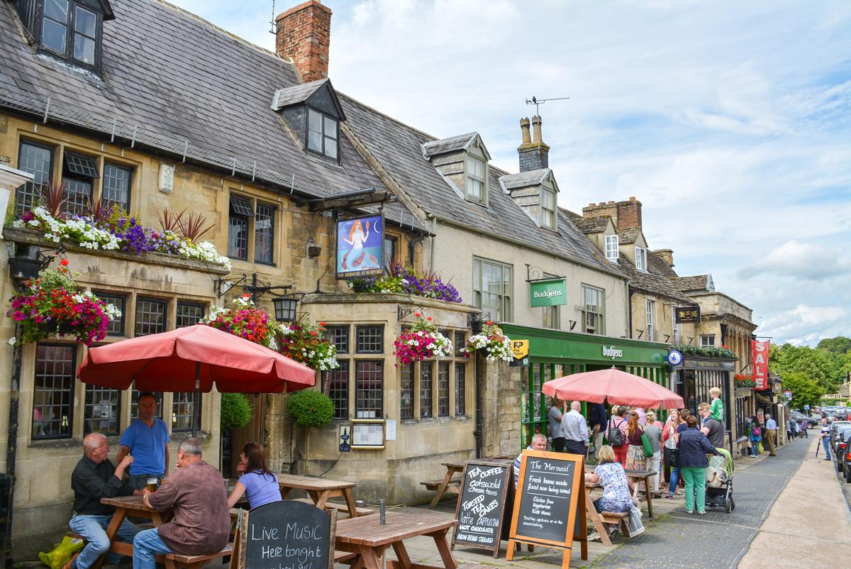 Mermaid Pub Inn Burford Village