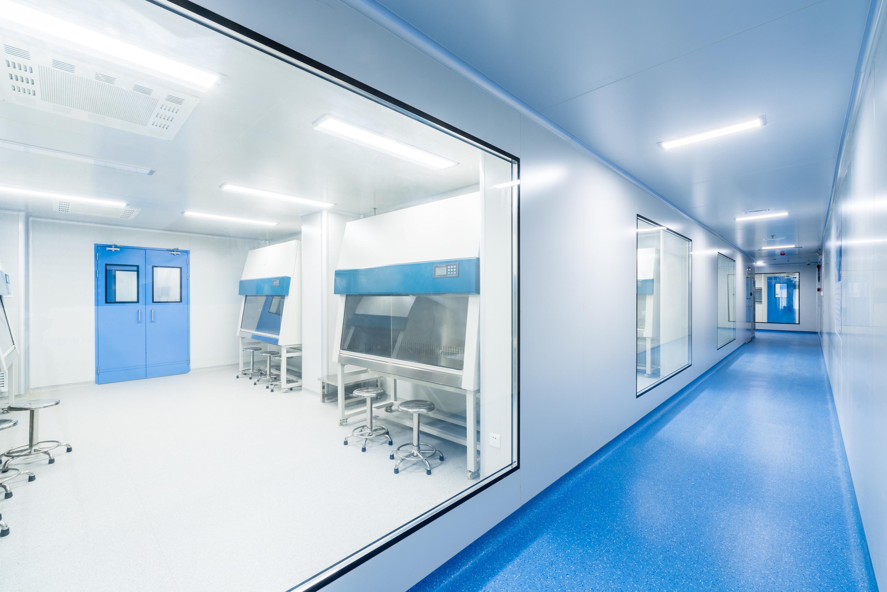 Ett CleanRoom, eller renrum, är ett rum eller en anläggning som vanligtvis används iförbindelse till specialiserad industriell produktion eller vetenskapligforskning.
