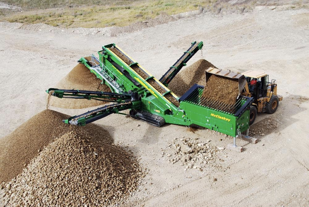 McCloskey S130 screener green working with sand