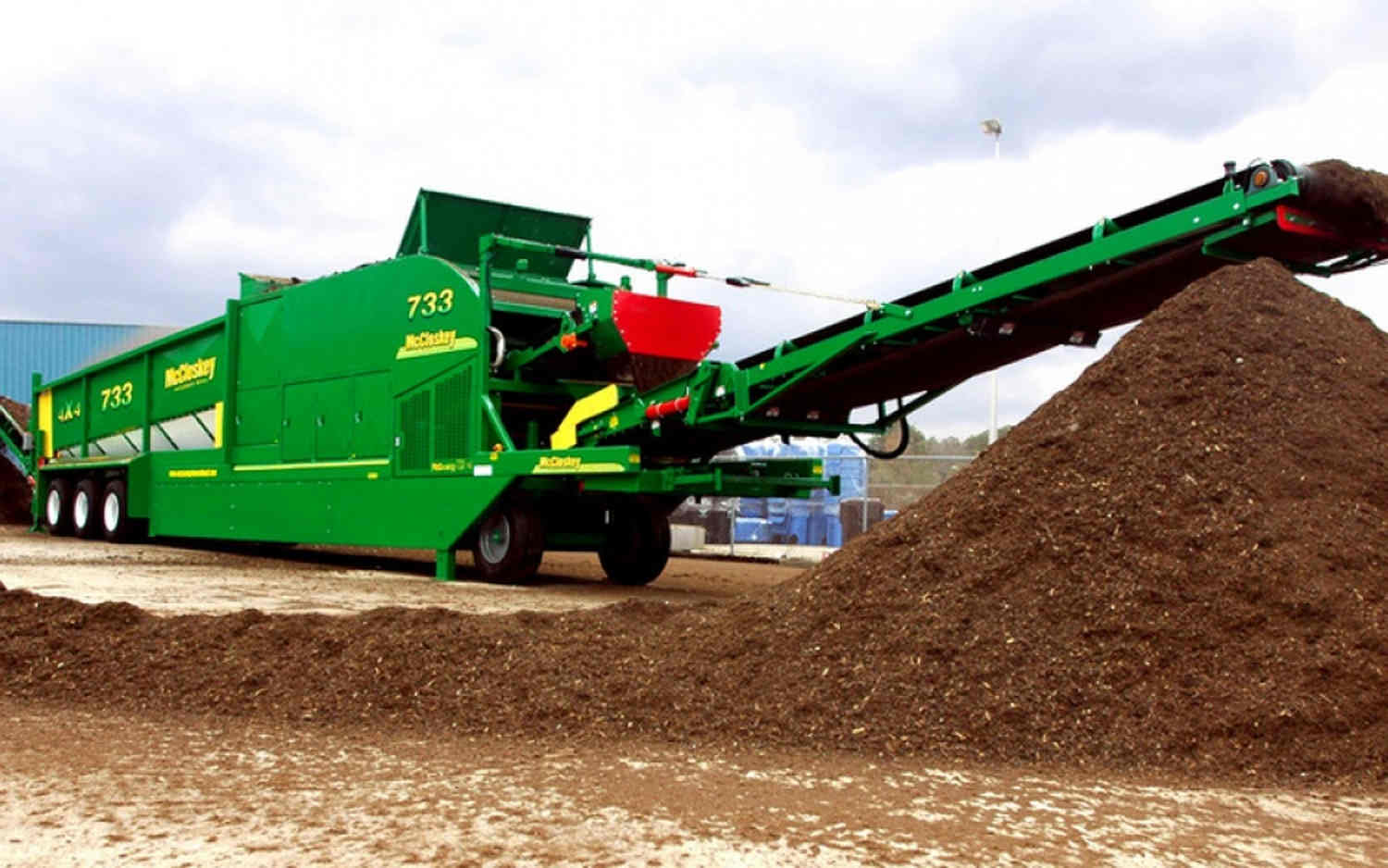 Topsoil screening with fine screen