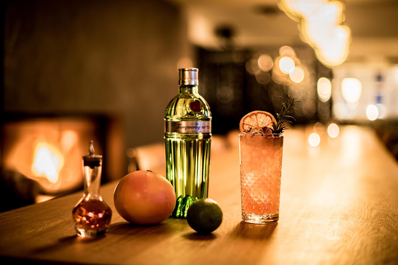 Cocktail an der Bar des Eringer Hotel & Spa im 4-Täler-Gebiet in der Schweiz
