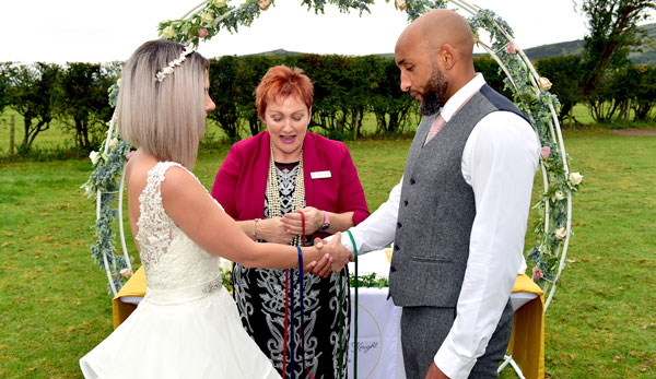Amanda-Louise-knight-celebrant- ceremonies-wedding-planning-uk-handfasting