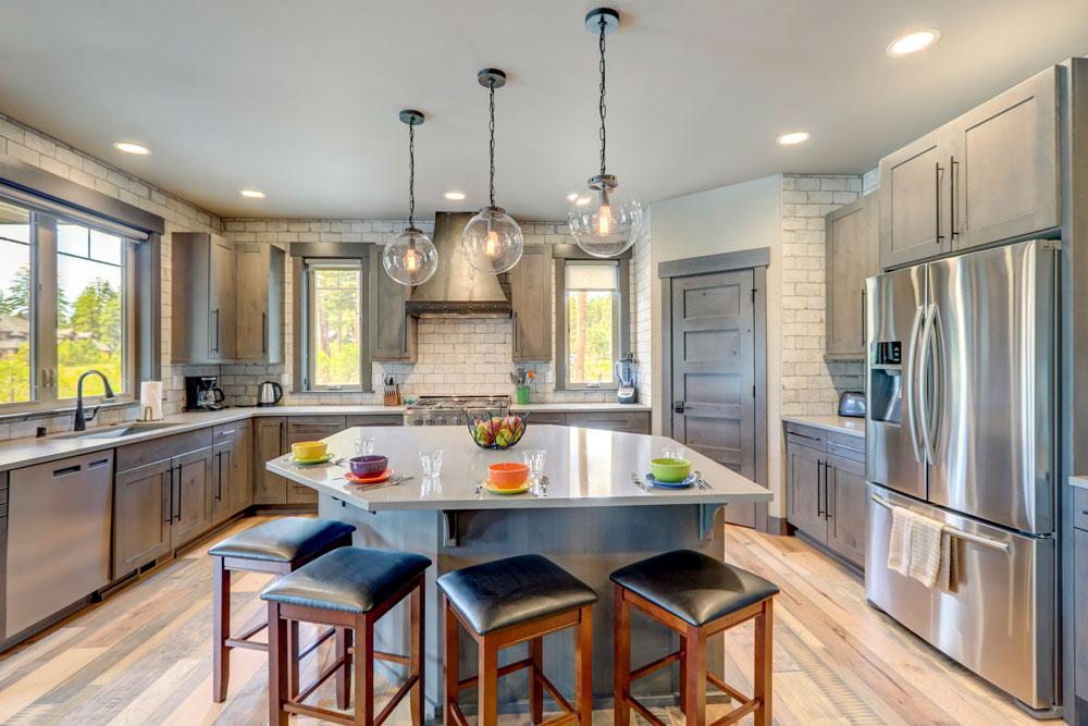 A beautiful clean kitchen.