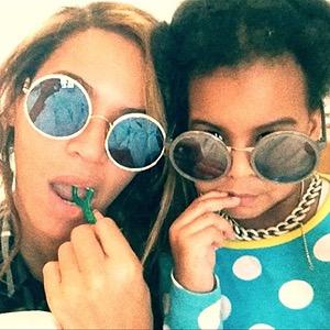 Beyonce Flossing