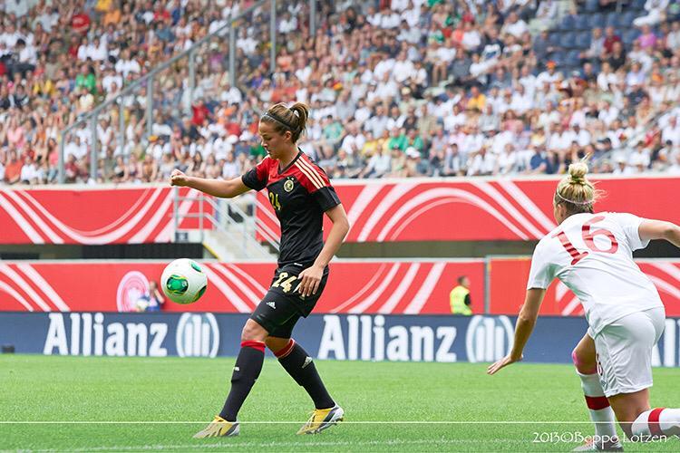 Lena stand unter anderem bei der EM 2013 für die Deutsche Frauen Nationalmannschaft auf dem Platz / Foto: Beppo Lotzen