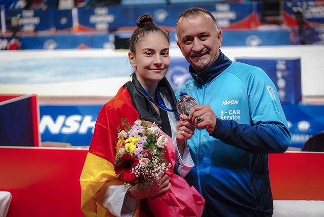Ela und ihr Vater & Trainer Demirhan Aydin / Quelle:Ela Aydin privat