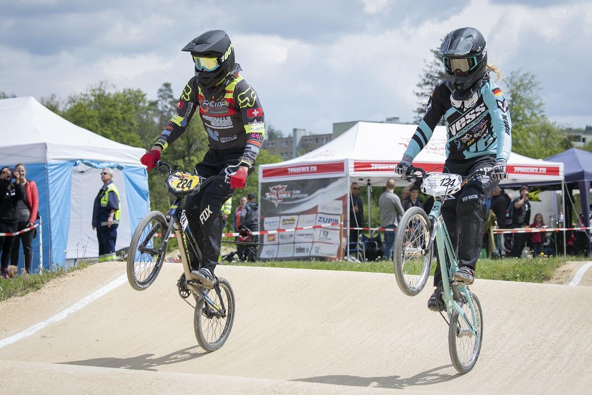 Regula (rechts) startet in der Schweiz auch gegen männliche BMX-Fahrer / Quelle: Trixpics.ch