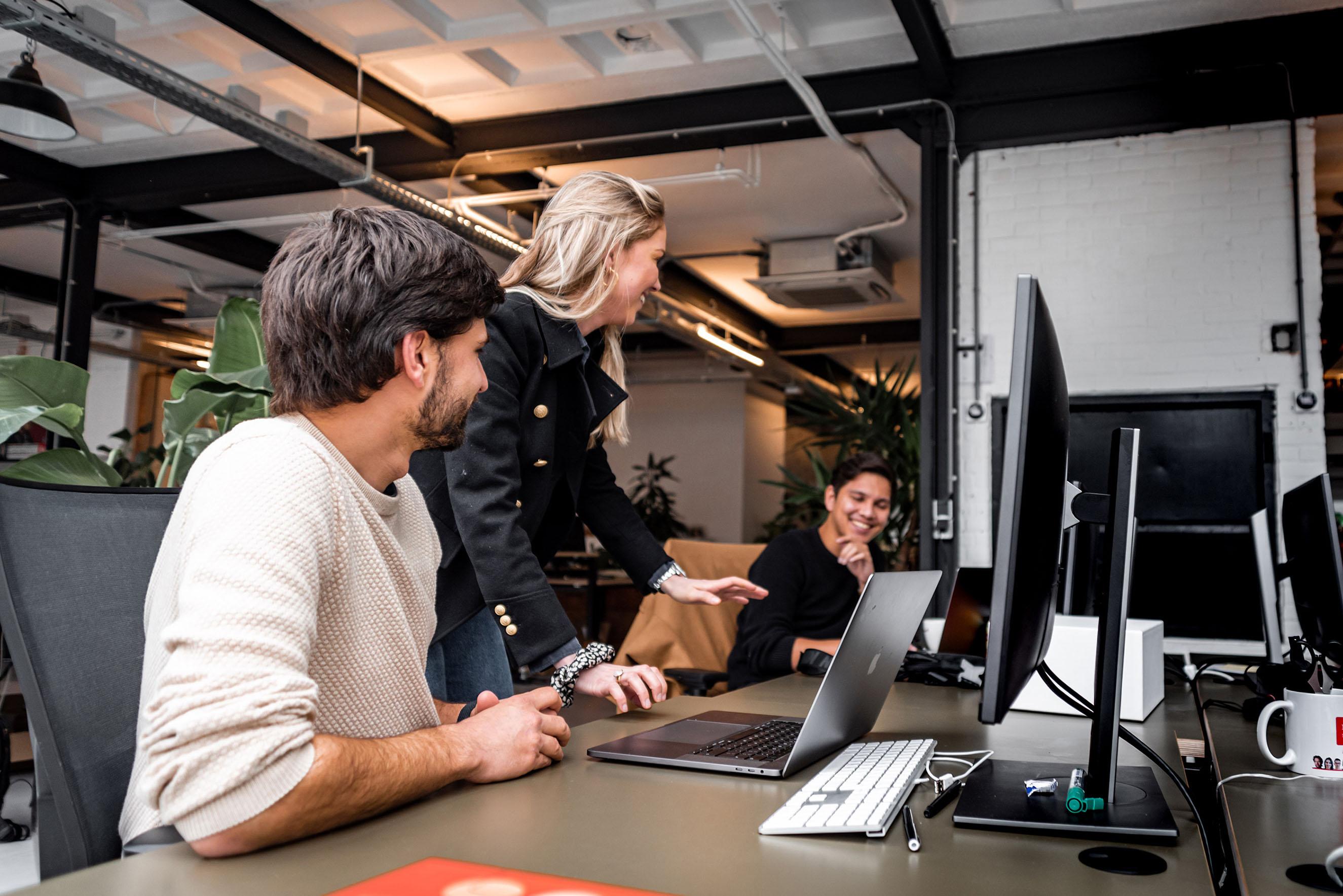 Onderling overleg tussen Makerlab collega's