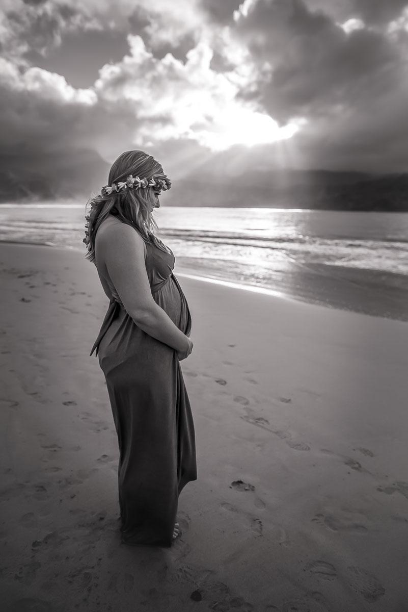 Artistic Maternity Portraits on Kauai