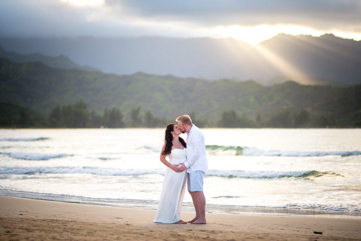 Maternity photo in Kauai