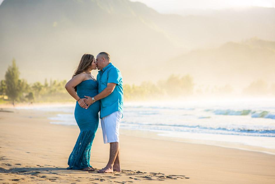 Maternity photos in Kauai.
