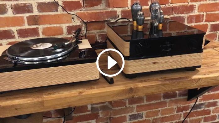 Closer Acoustics w hołdzie Lenco