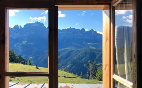 Ausblick aus dem Fenster, Schutzhaus Tschafon Zimmer.