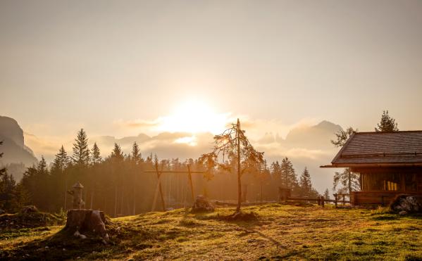 Das Tschafon Schutzhaus bei Sonnenuntergang