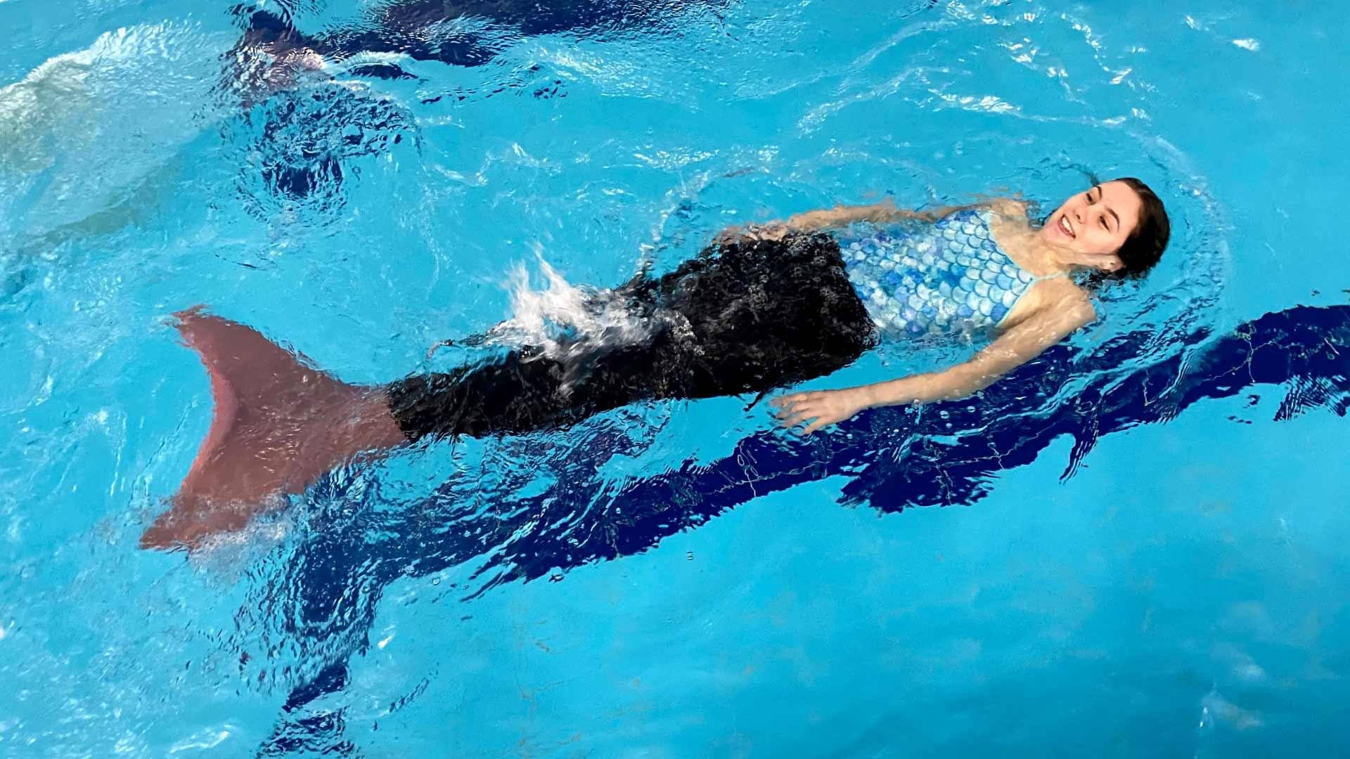 mermaid swimming session