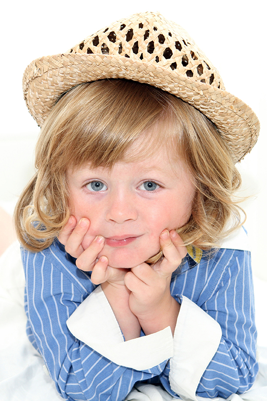 Jenny Callanan Photography Family Portraits, young boy wearing a straw hat