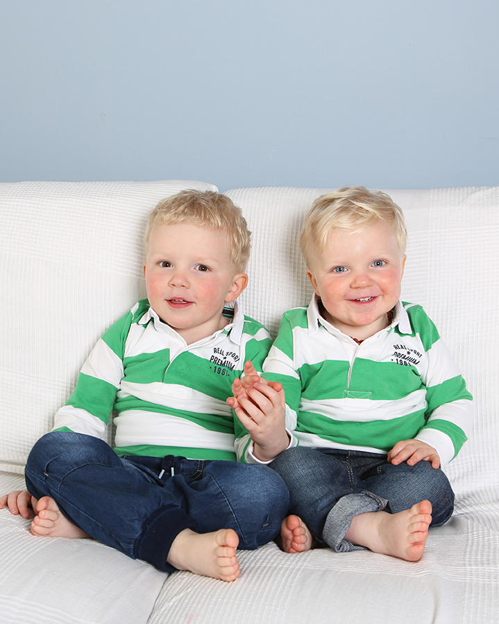Jenny Callanan Photography Family Portraits, two brothers sitting on the couch with green and white tops