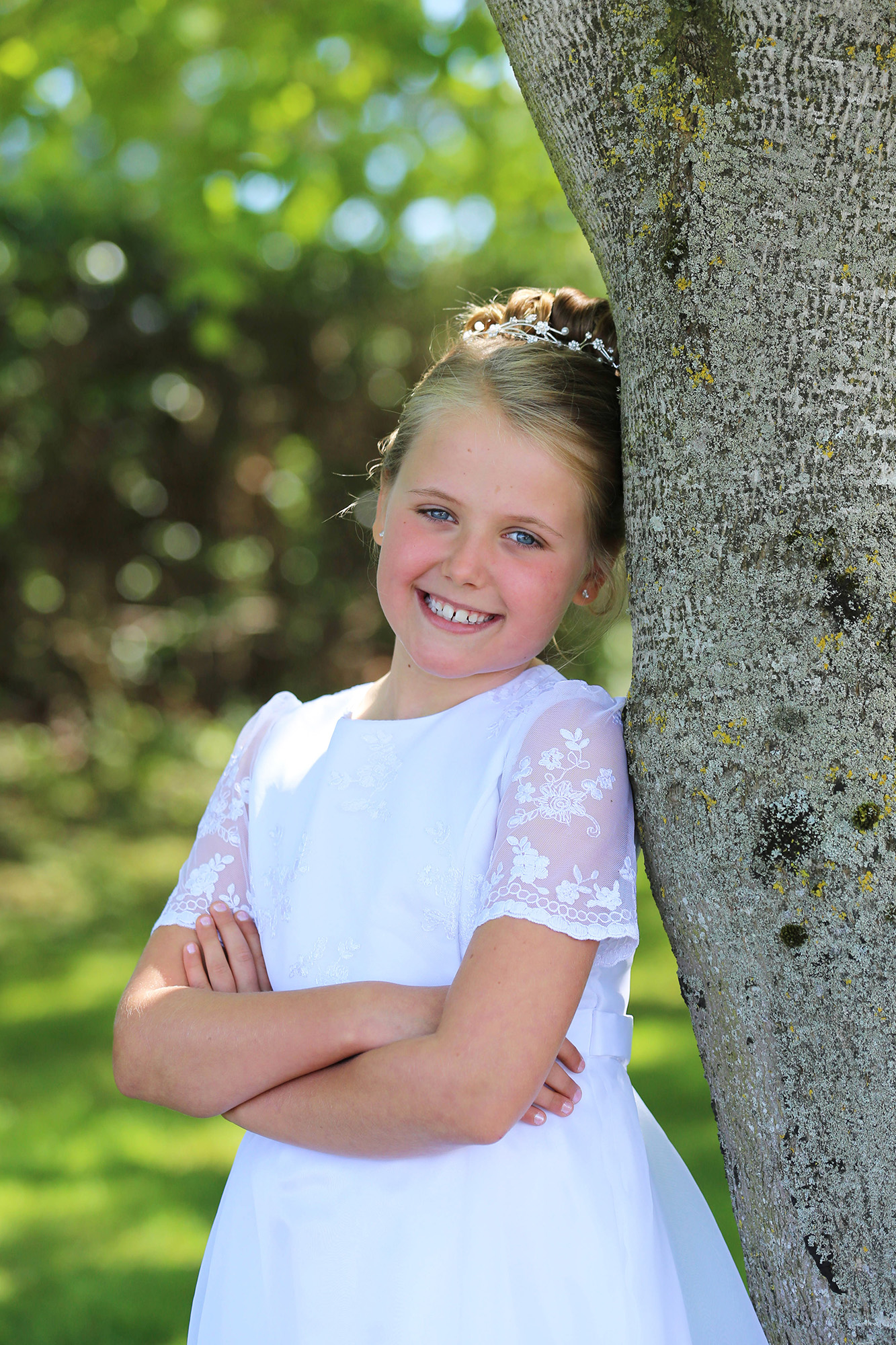 Communiongirl leaning on a tree by Jenny Callanan Photography