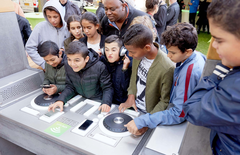 children using the yalp fono interactive dj booth