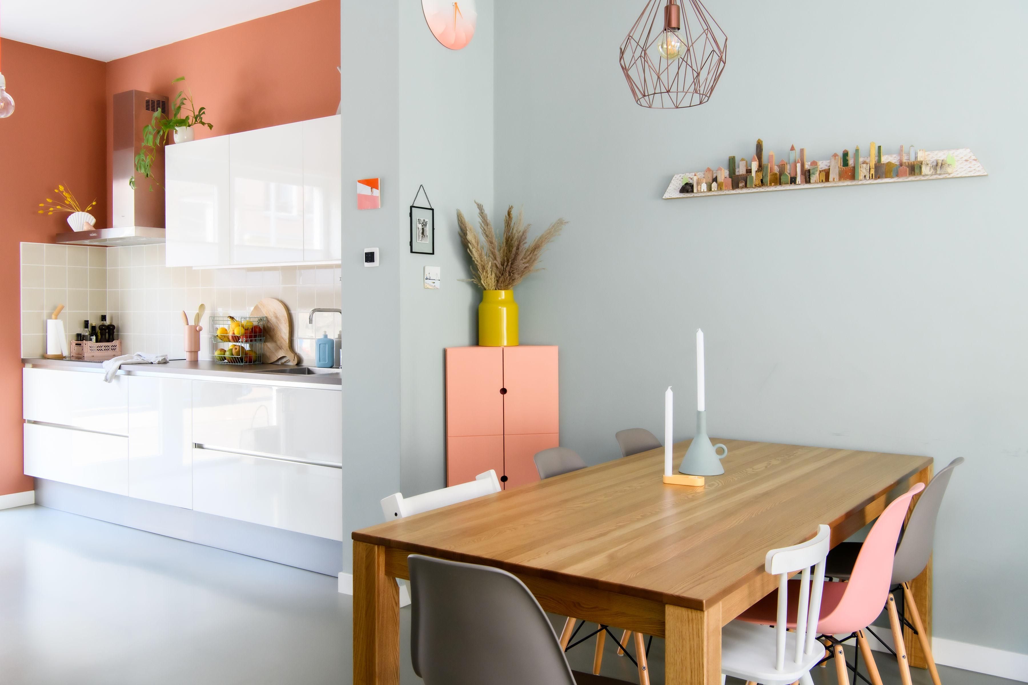 Early dew kleur woonkamer met terracotta kleur keuken