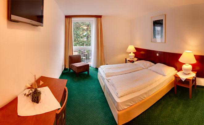 Standard Zimmer mit Badewanne