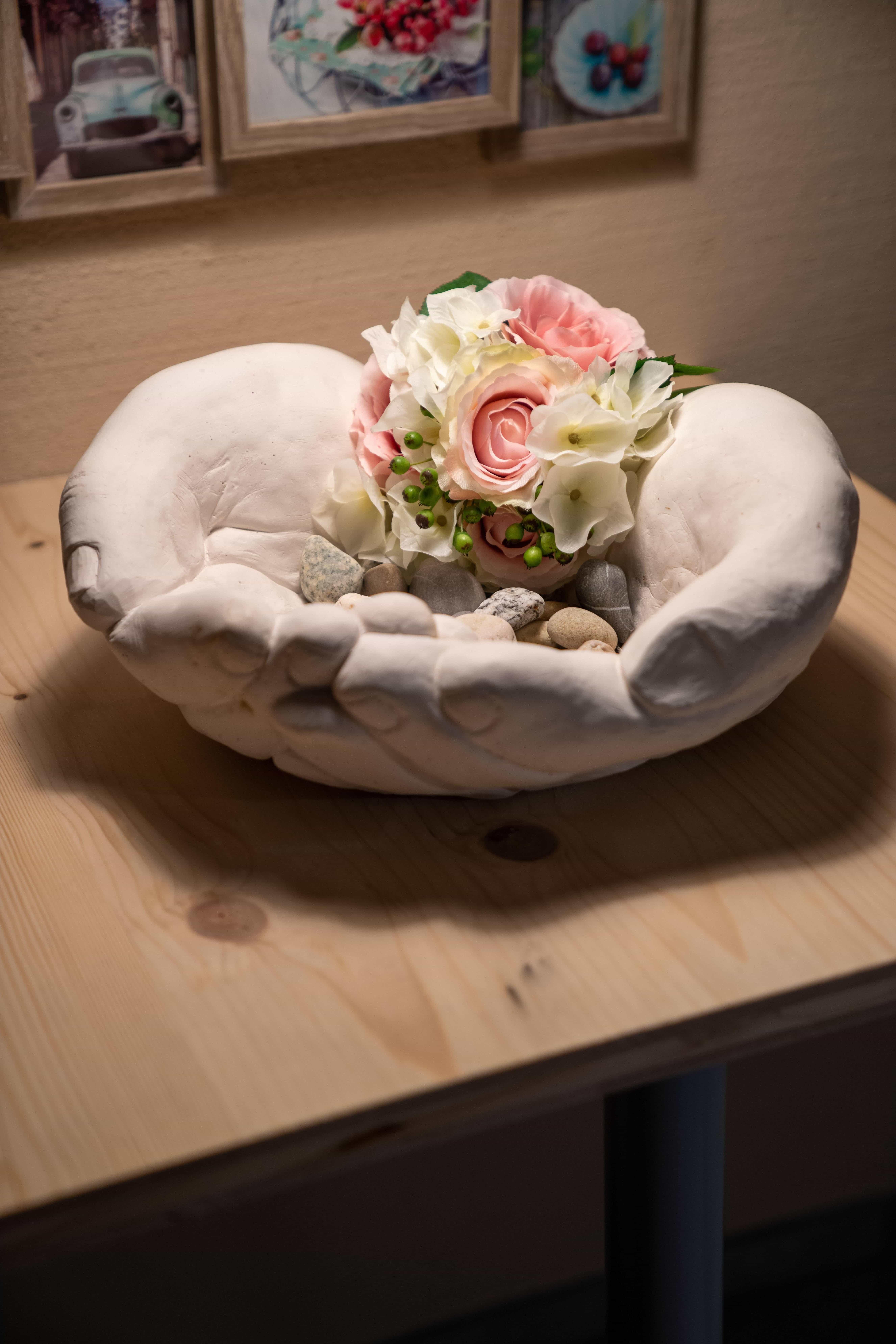 Schale mit Blumen
