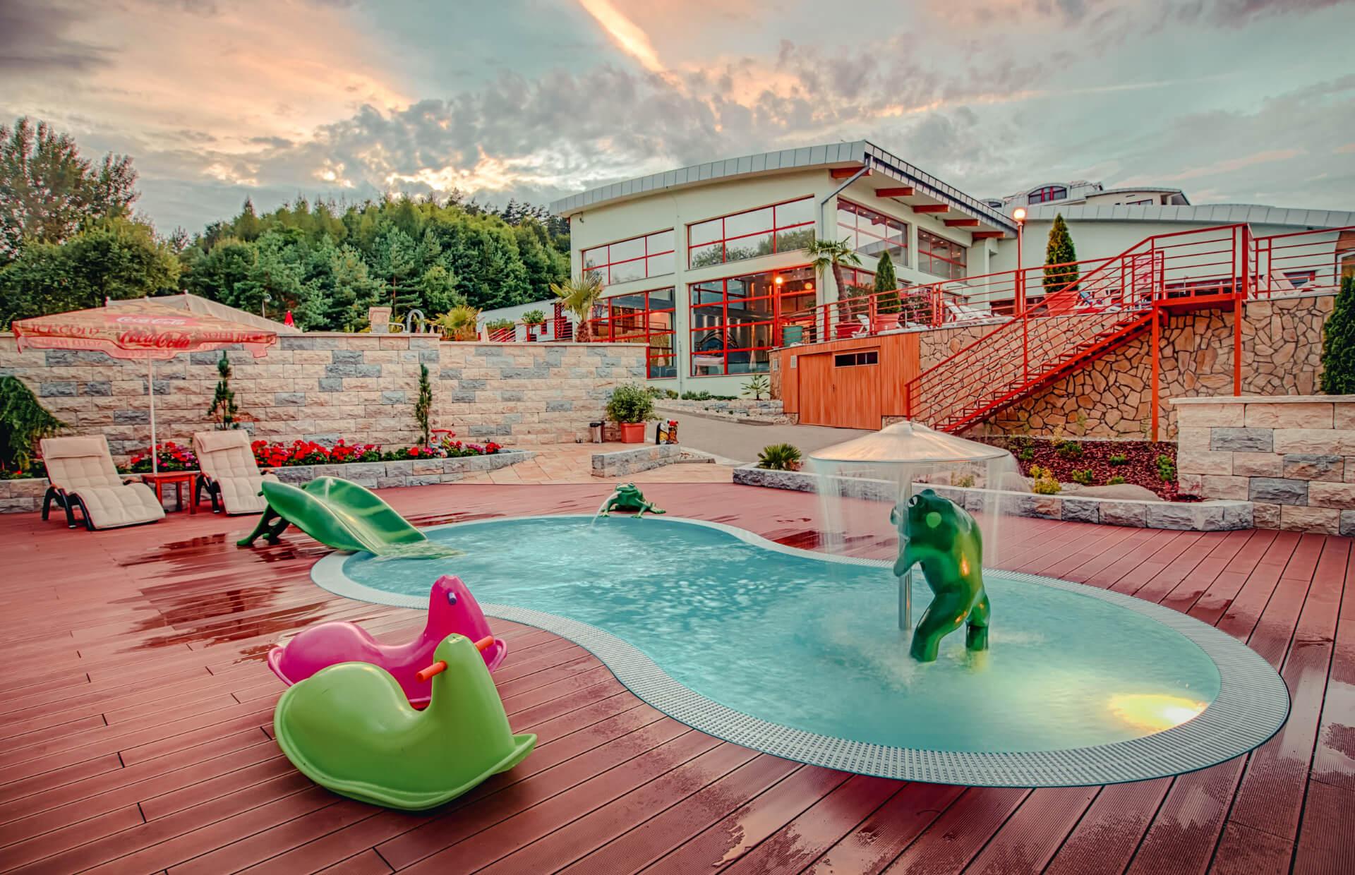 Detský Termálny vonkajší bazén vo wellness a spa resorte Kaskady