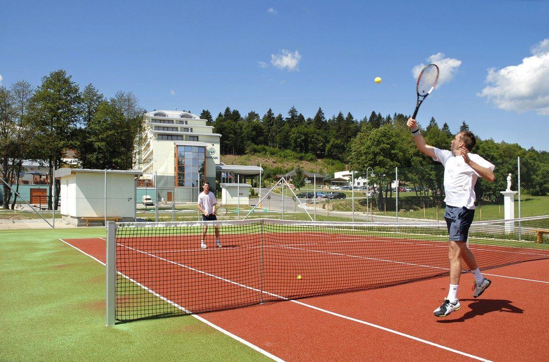 2 vonkajšie tenisové kurty