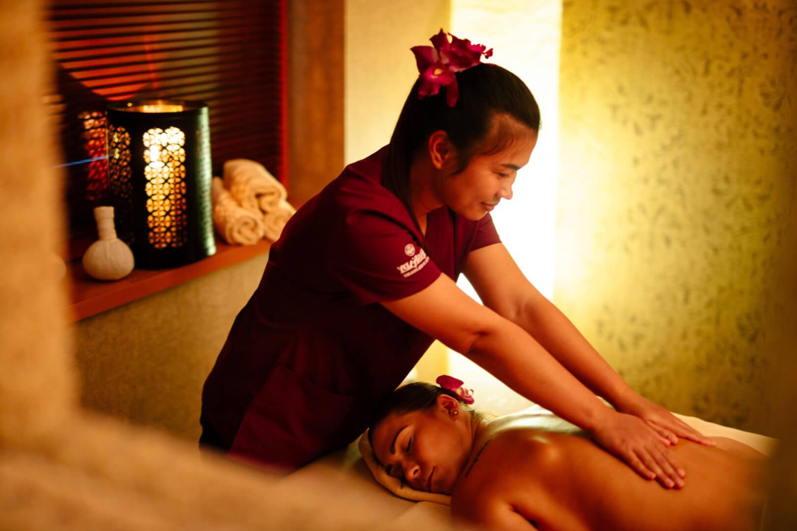 Thajská olejová masáž pre dokonalé uvoľnenie