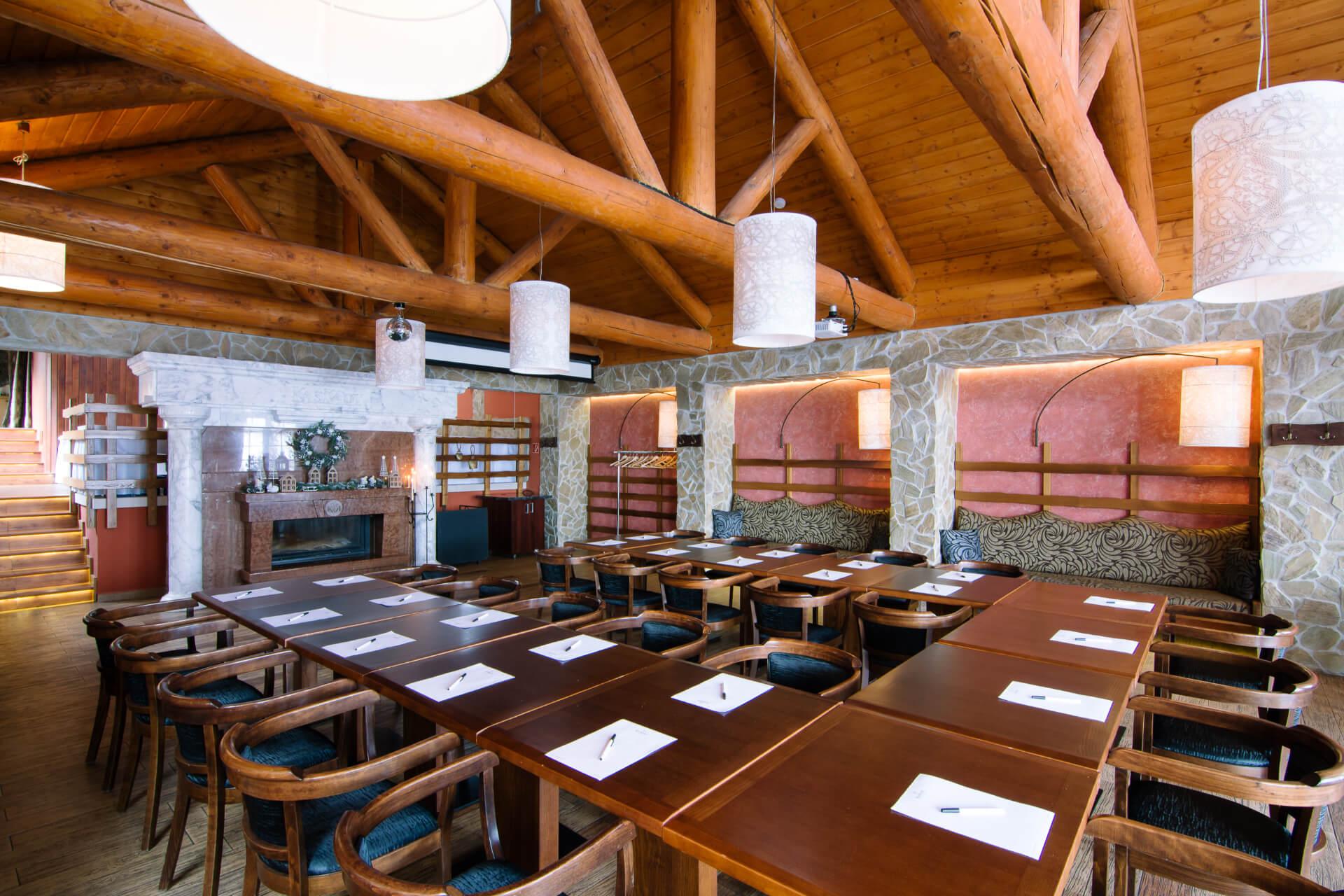 Tradičná koliba v netradičnom šate. Originálna reštaurácia, ktorá je súčasťou resortu.