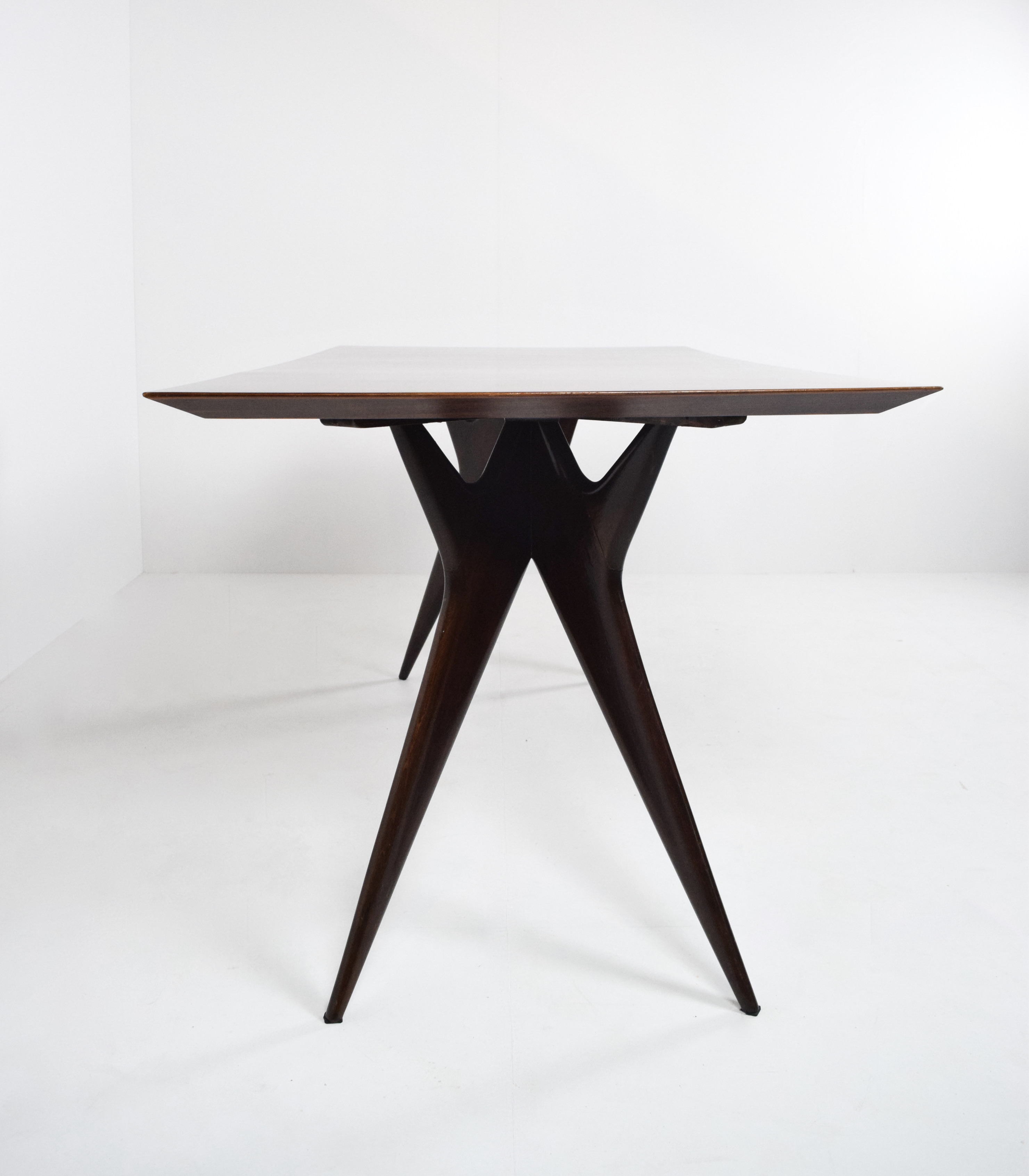 Side view Ico Parisi Table in Rosewood for MIM Roma, Italy