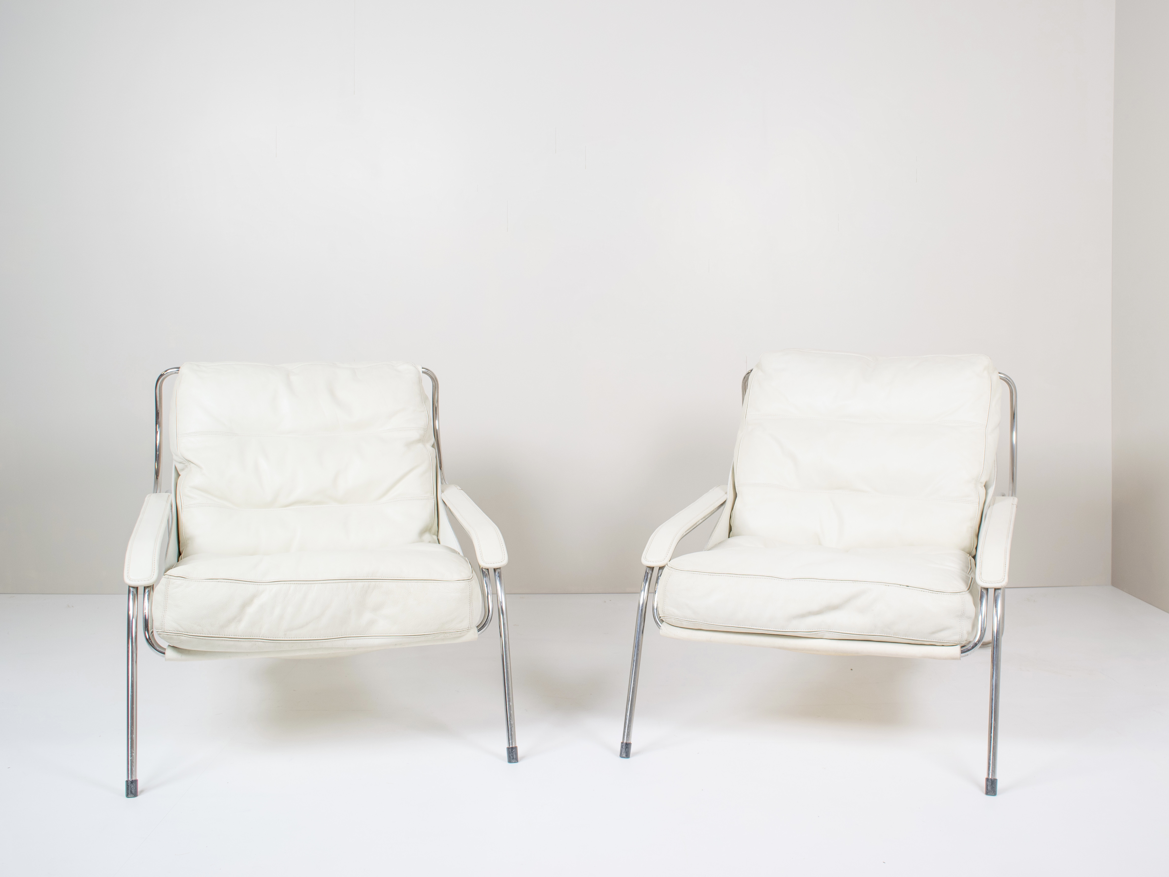 Pair of Marco Zanuso Maggiolina White Leather Chairs by Zanotta, Italy 1947
