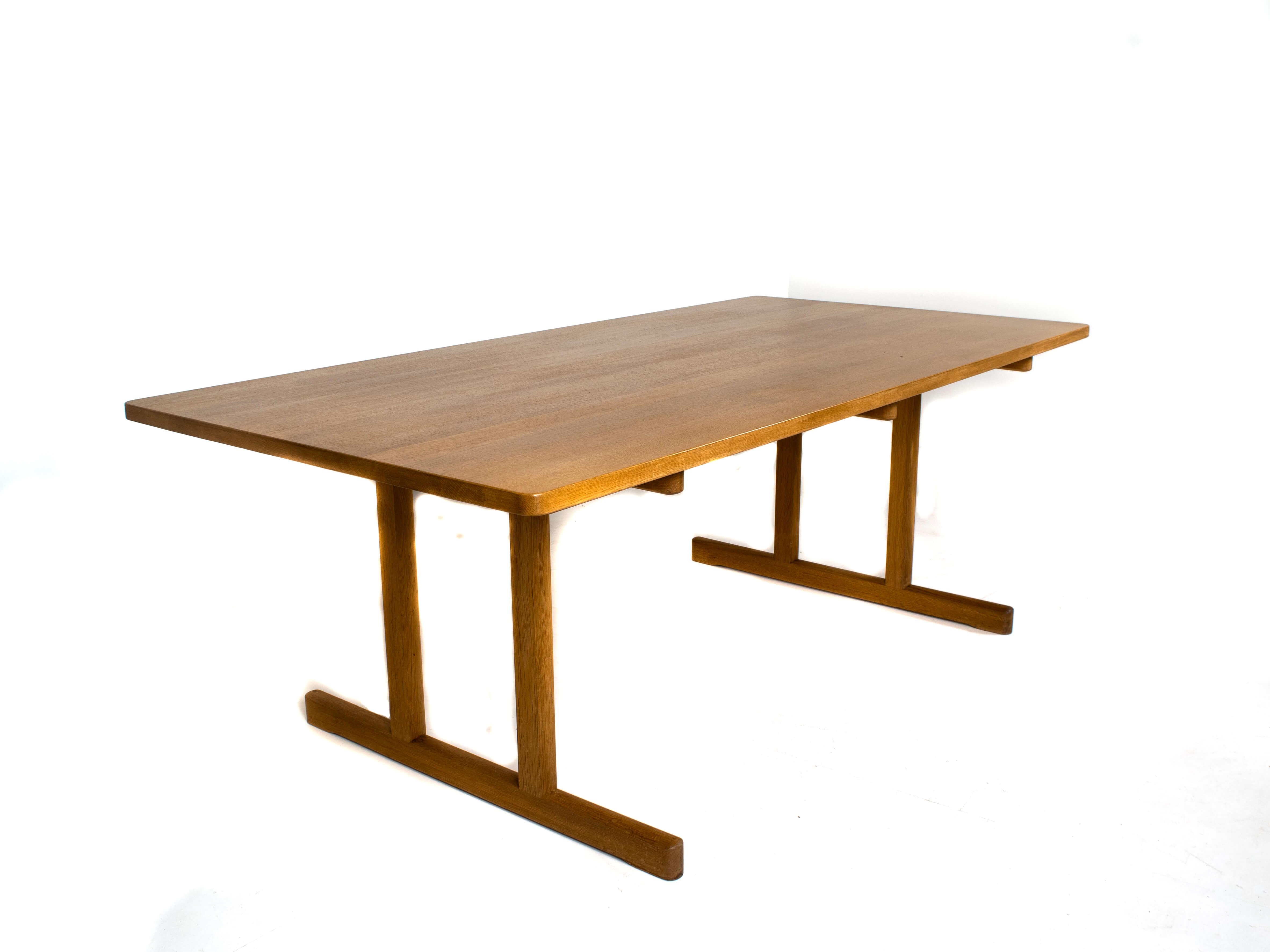 Side view Børge Mogensen Shaker Dining Table Model 6286 for Fredericia, Denmark 1960s