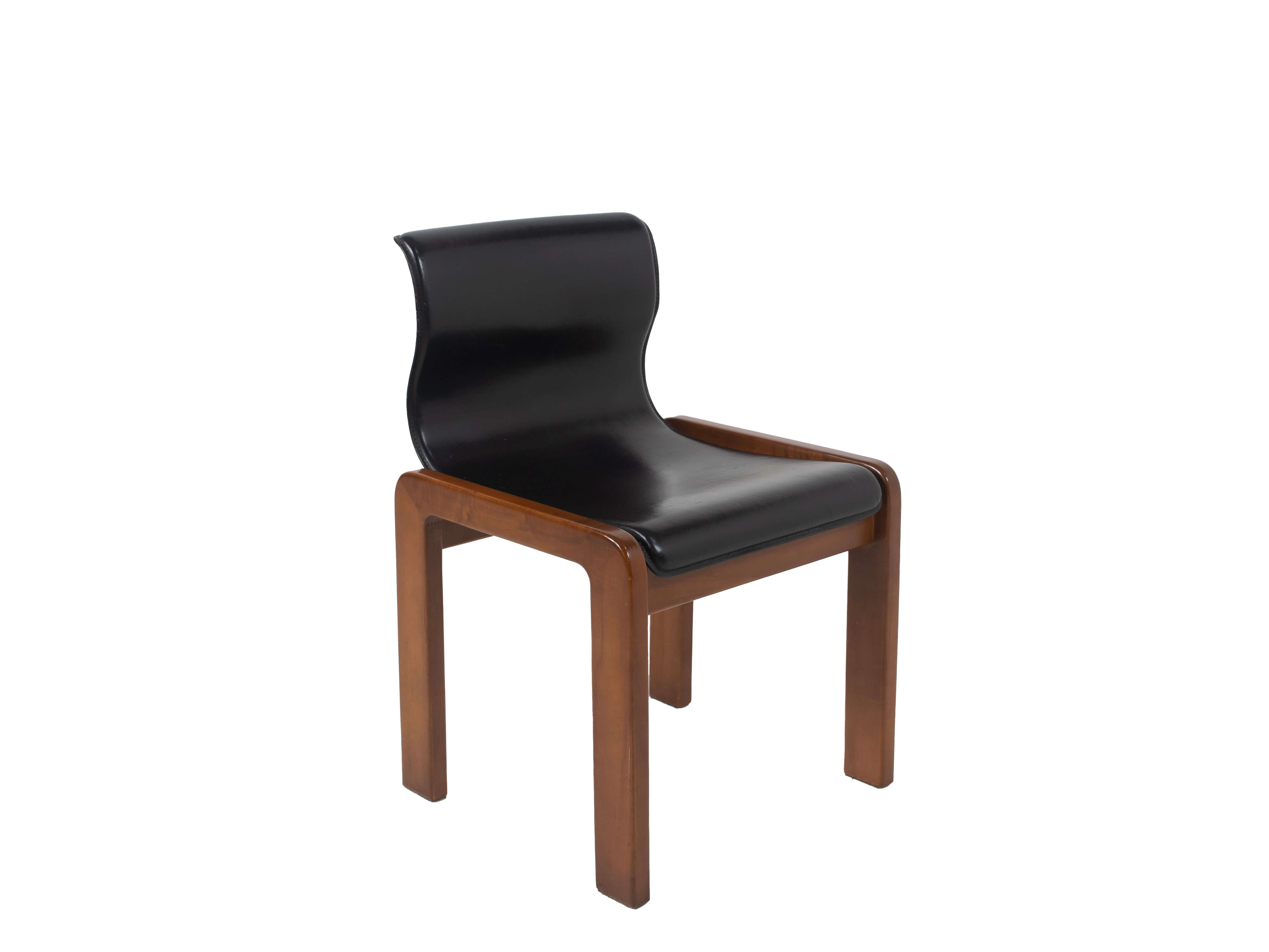 View of single Afra & Tobia Scarpa leather and playwood dining chair