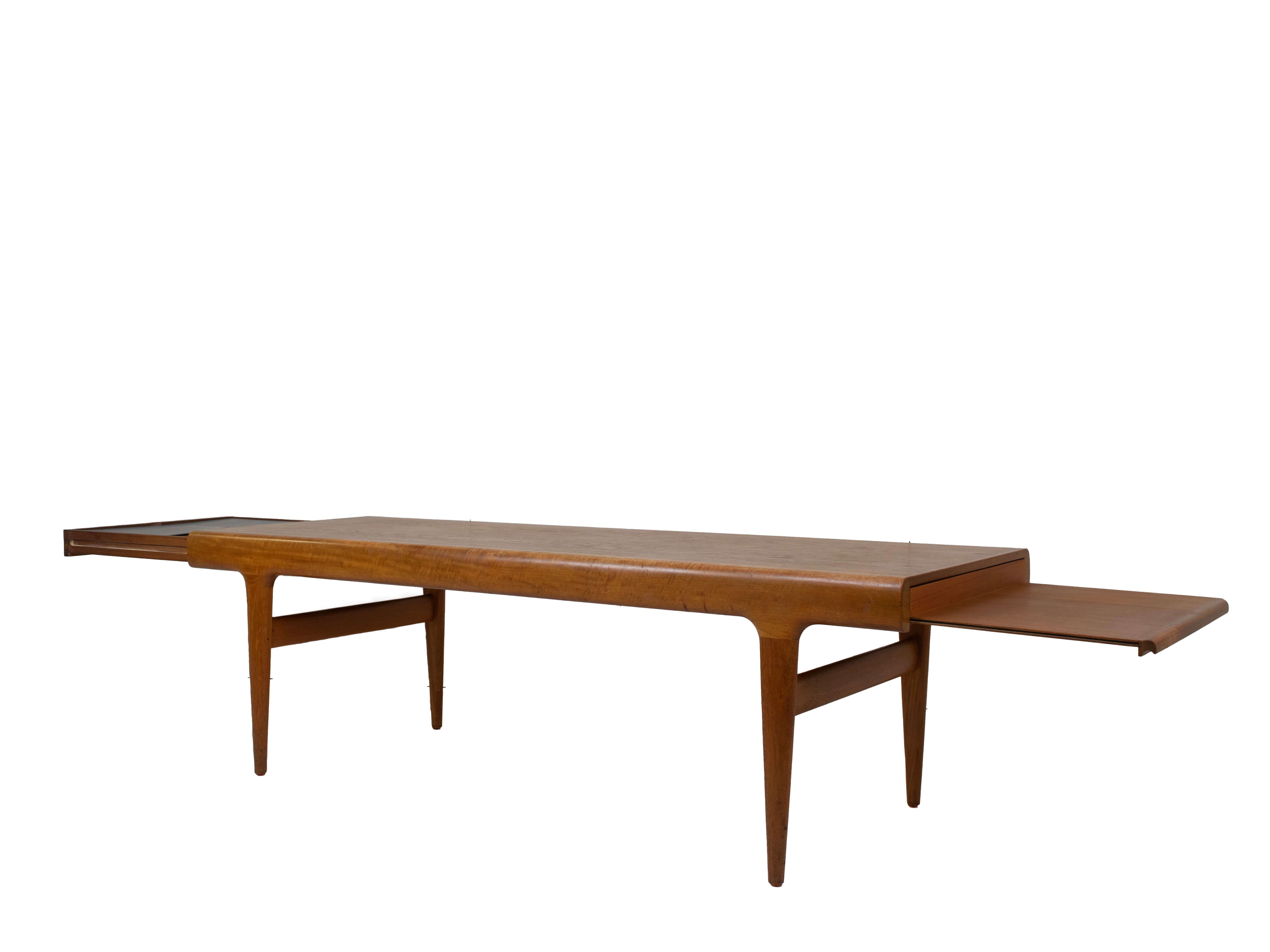Johannes Andersen Extendable Teak Coffee Table for Uldum Møbelfabrik, Denmark 1960s