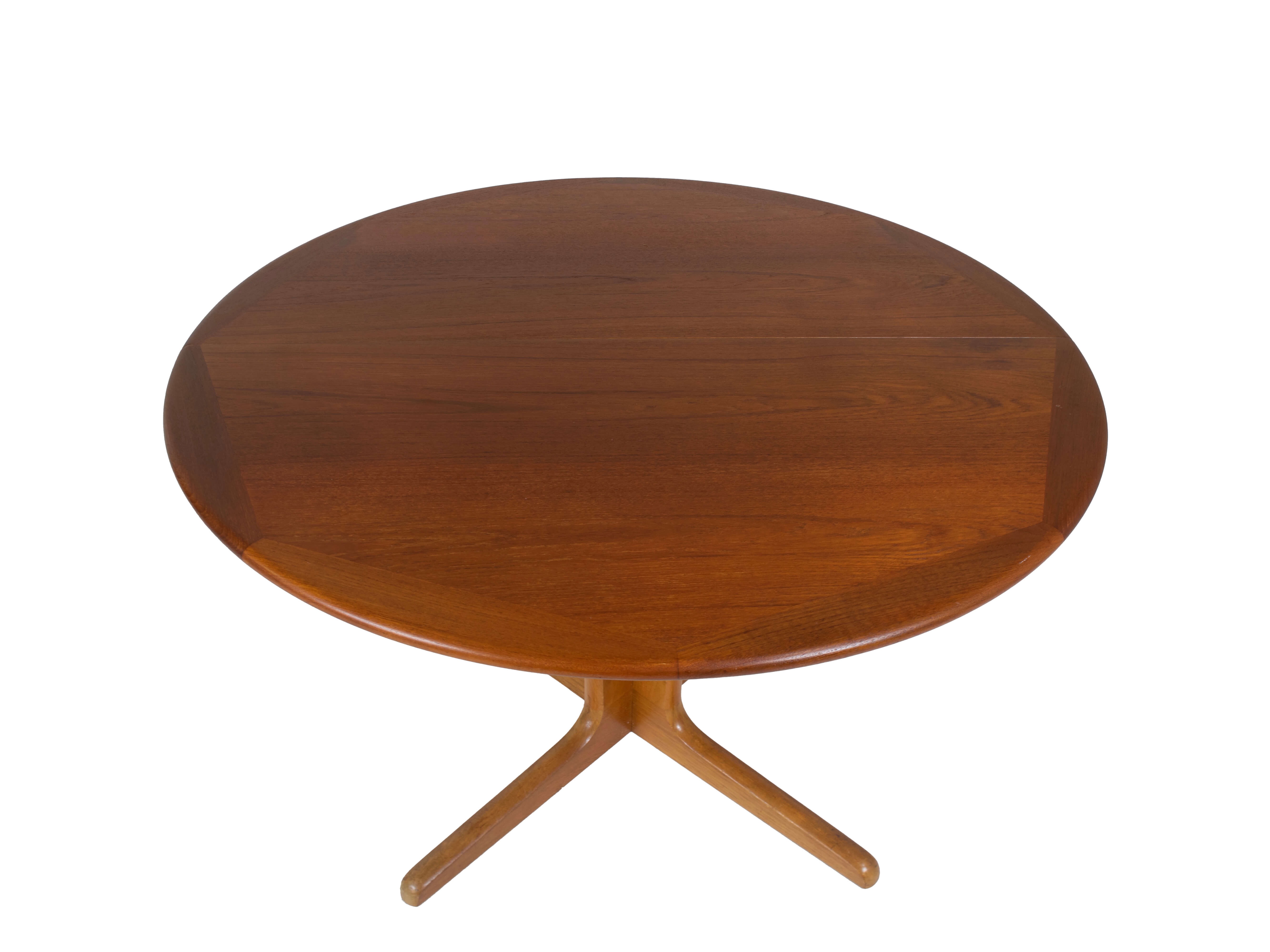 Top view Extendable Dining Table in Teak attr. to Niels Otto Moller for Gudme