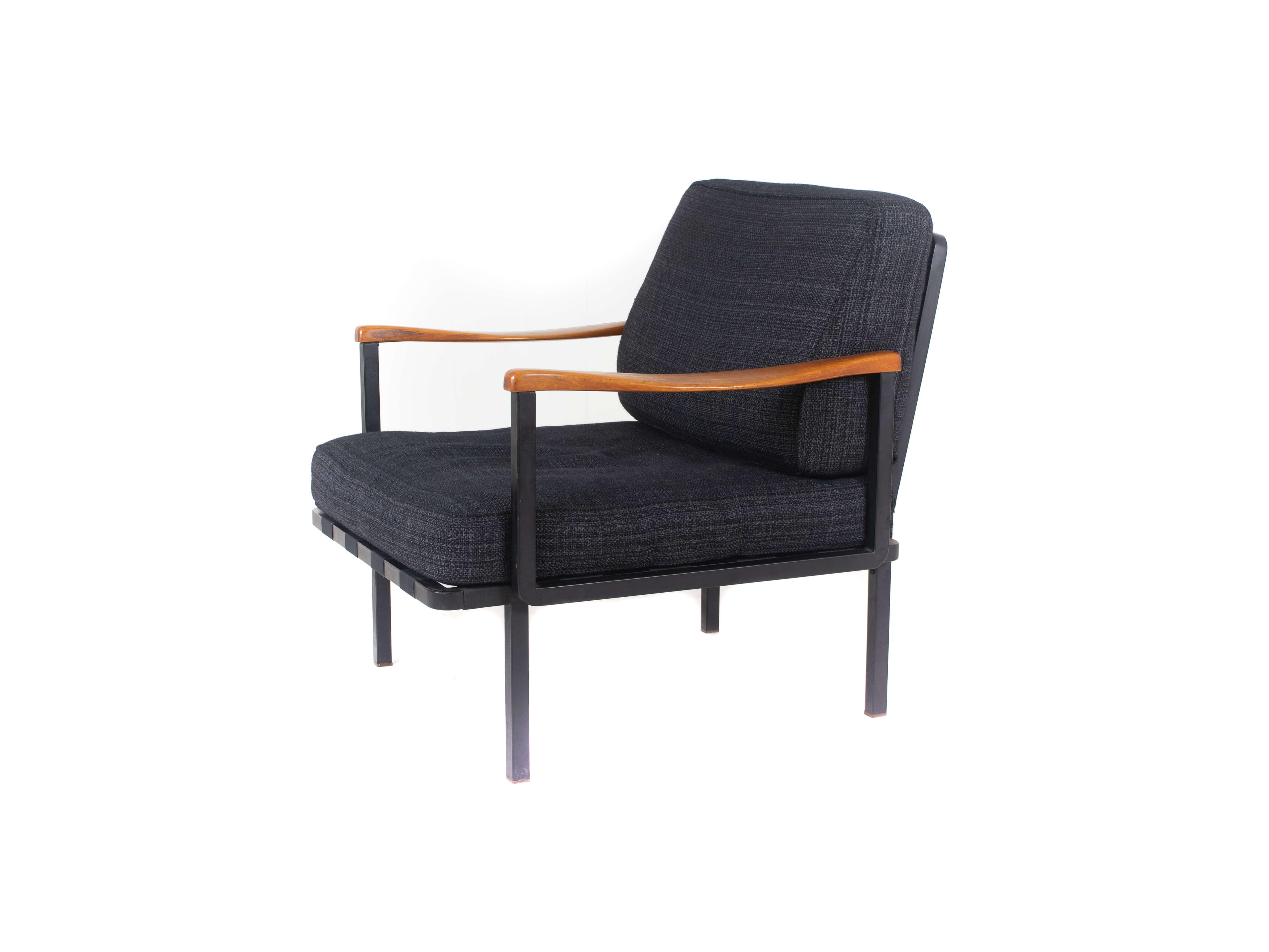 Italian Modern Osvaldo Borsani Arm Chair Model P24 by Tecno, Italy 1961