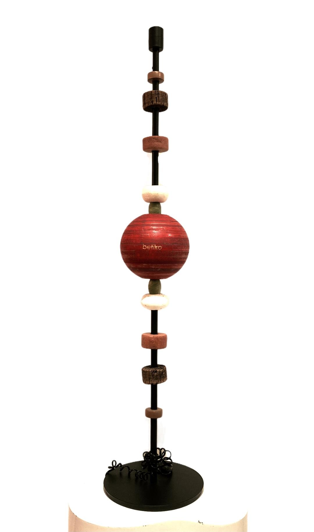 lampadaire pieds metal noir boule rouge