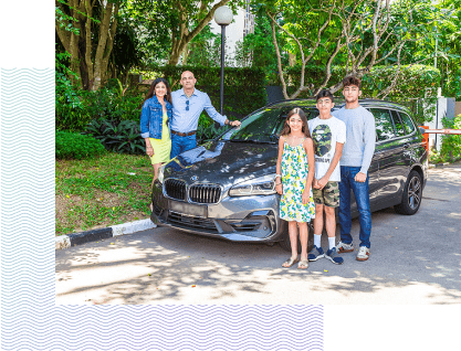 Family of 5 standing next to their car purchased with Carputty | Carputty