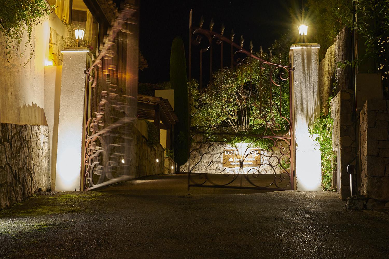 entrée de l'hôtel la grande bastide de Saint Paul de Vence