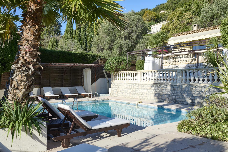 terrasse et piscine hotel la grande bastide st paul