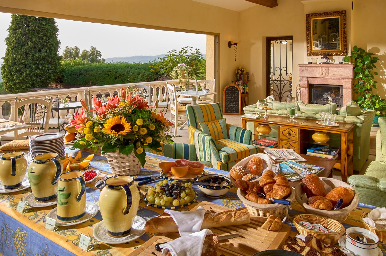 buffet du petit déjeuner à la grande bastide st paul
