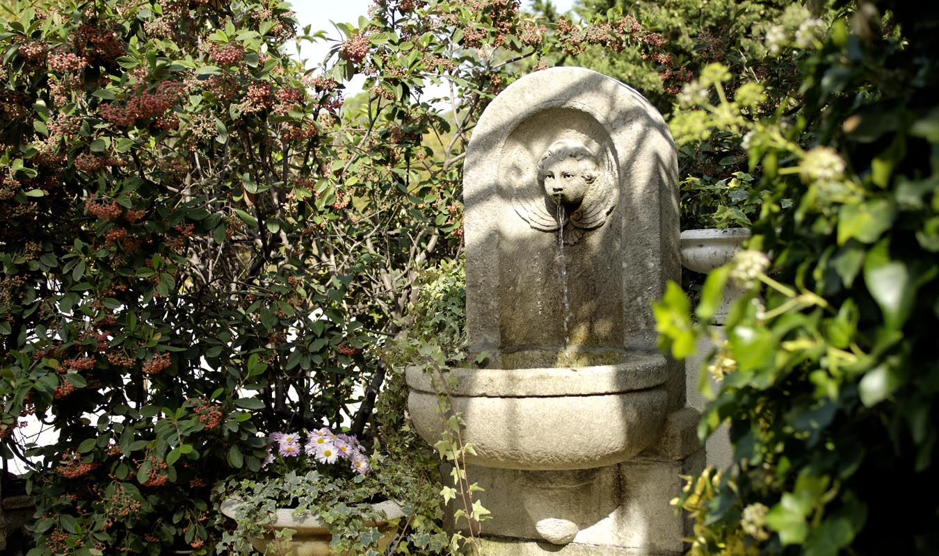 fontaine dans le jardin de la grande bastide