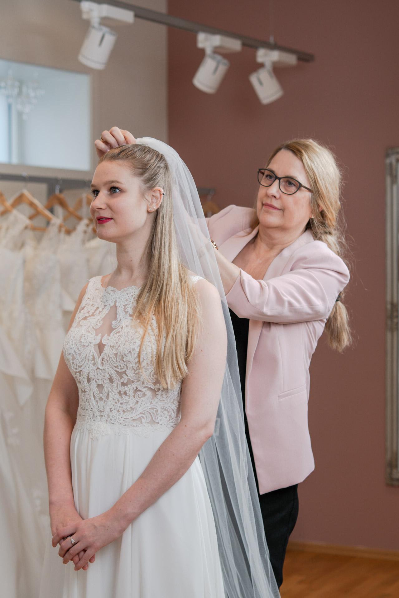 Grethe tar mål av bruden
