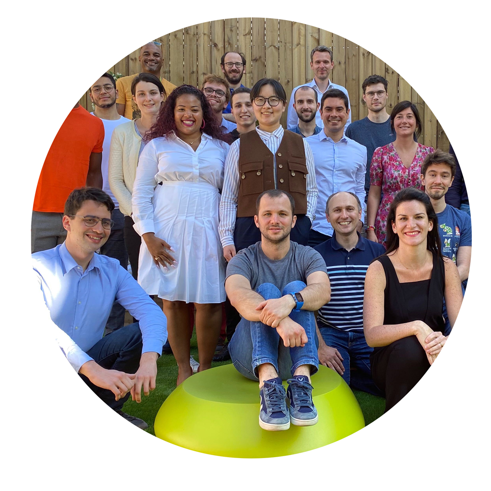 The Akur8 team members: women and men with a large diversity of ethnicities;