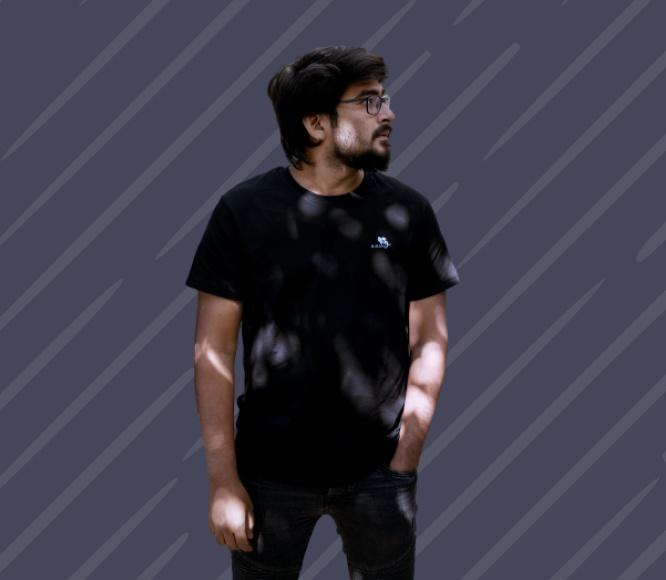 Minimalistic Black Tshirt