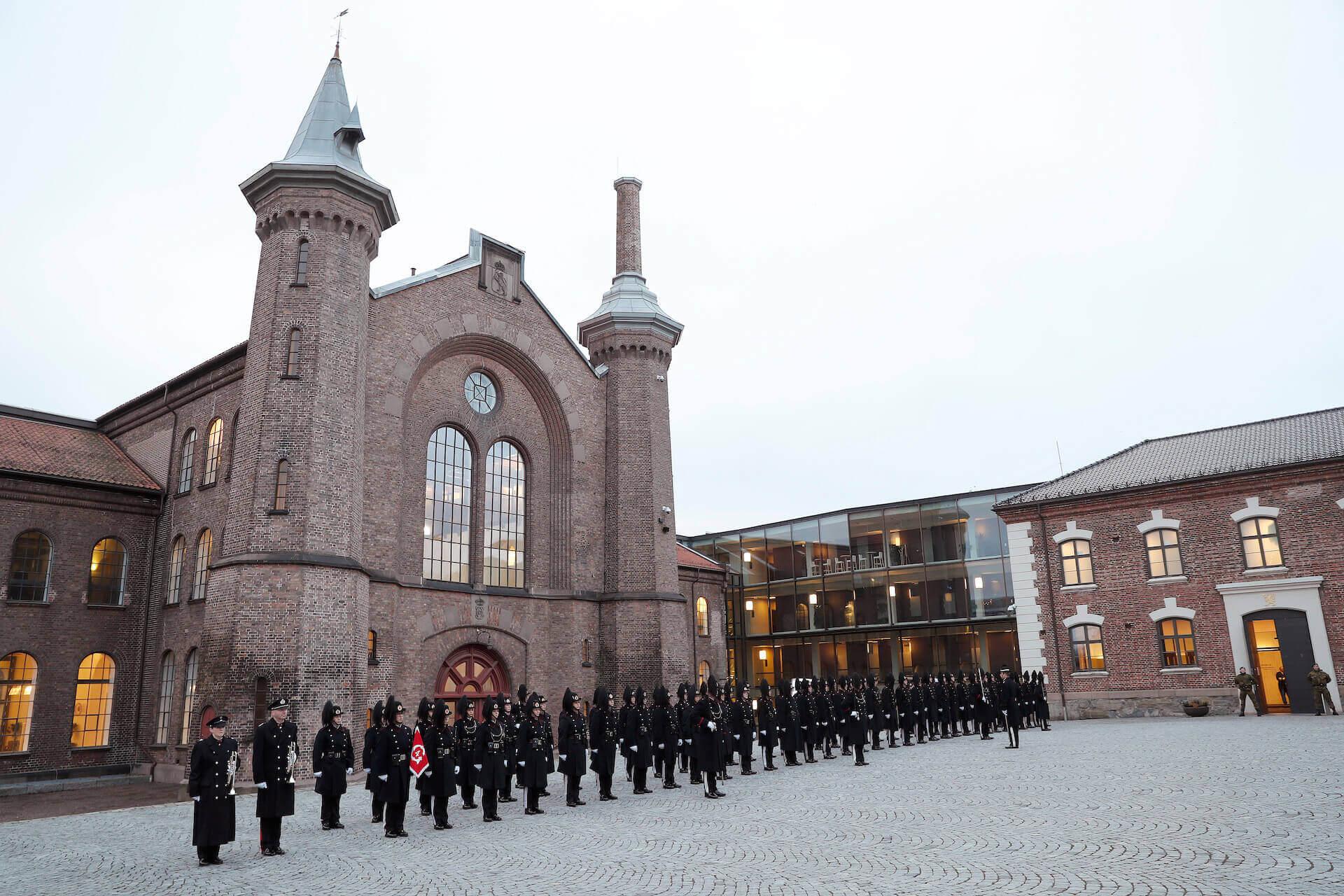 Æresvaktene fra Hans Majestet Kongens Garde på Akershus festning