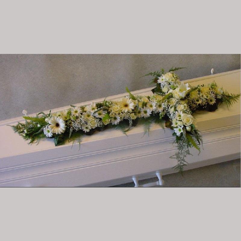 Kistedekorasjon E003. Blomster kors