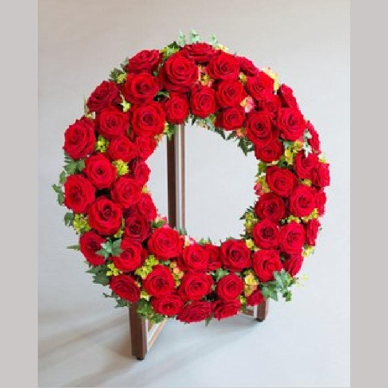 K013. Røde roser og grønt